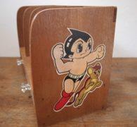 【古道具の買取】虫プロ 鉄腕アトムの木製本棚買取しました。